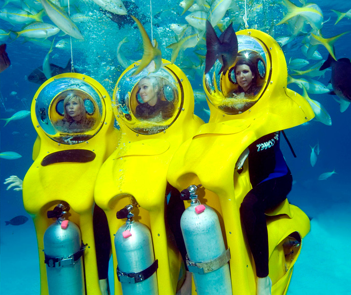 Bob diving with 3 meisjes